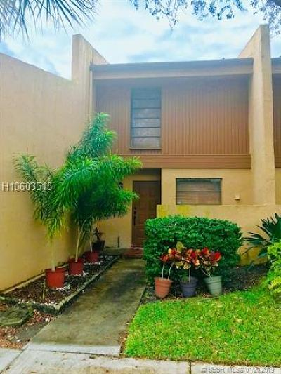 Pembroke Pines Condo/Townhouse For Sale: 1248 NW 98th Ter #148