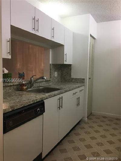 Pembroke Pines Condo/Townhouse Active With Contract: 1400 SW 124th Ter #208Q