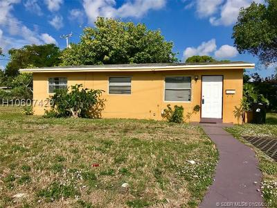 Fort Lauderdale FL Single Family Home Active With Contract: $155,000