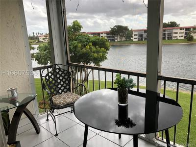 Pembroke Pines Condo/Townhouse For Sale: 9500 N Hollybrook Lake Dr #305
