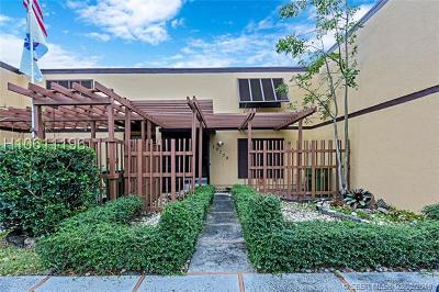 Pembroke Pines Condo/Townhouse Active Under Contract: 10730 S Golfview Dr #10730