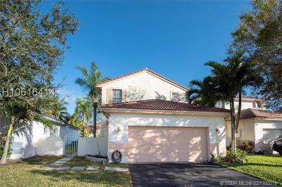 Pembroke Pines Single Family Home For Sale: 18471 NW 22nd St