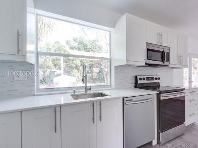 Hollywood Single Family Home For Sale: 2747 Dewey St