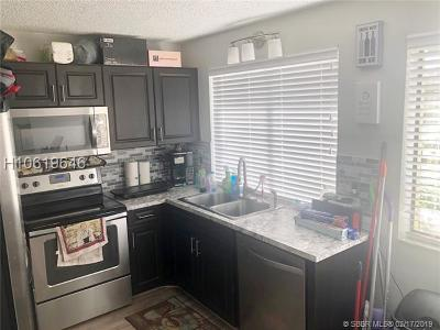 Miami Gardens Condo/Townhouse Active With Contract: 400 NW 214th St #101-22