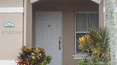 Davie Condo/Townhouse For Sale: 7922 N Southwood Cir #7922