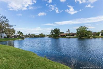 Pembroke Pines Single Family Home For Sale: 10028 SW 14th St