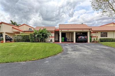 Sunrise Single Family Home For Sale: 356 Lakeside Ct #213