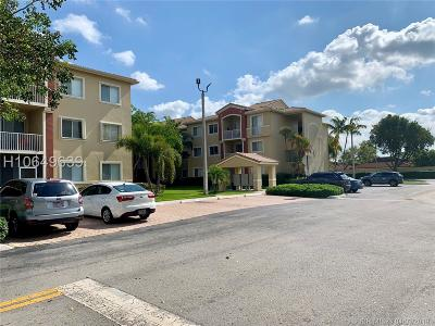Davie Condo/Townhouse Active Under Contract: 7085 Nova Dr #303
