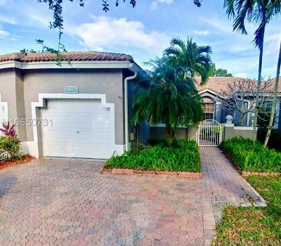 Sunrise Single Family Home For Sale: 2560 E Aragon Blvd #2