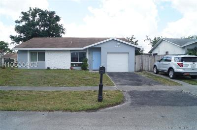 Lauderhill Single Family Home For Sale: 8350 NW 46th St