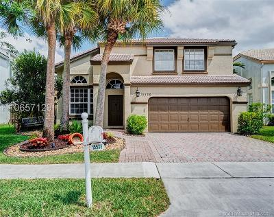 Pembroke Pines Single Family Home For Sale: 15538 NW 12th Pl