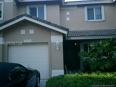 Pembroke Pines Condo/Townhouse For Sale: 15891 SW 12th St