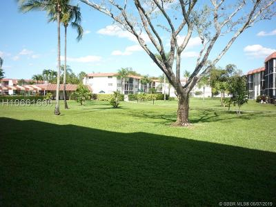 Pembroke Pines Condo/Townhouse For Sale: 9720 S Hollybrook Lake Dr #104
