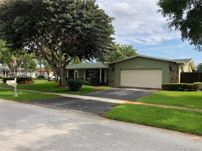 Pembroke Pines Single Family Home For Sale: 11400 NW 18th St