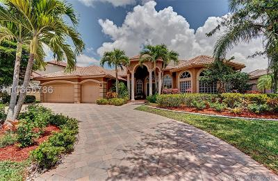Pembroke Pines Single Family Home For Sale: 551 E Enclave Cir E