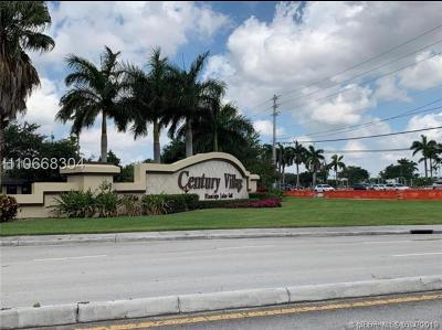 Pembroke Pines Condo/Townhouse For Sale: 701 SW 142nd Ave #414S