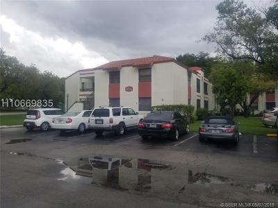 Pembroke Pines Condo/Townhouse For Sale: 1054 N Hiatus Rd #6