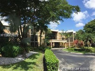 Weston Condo/Townhouse For Sale: 16500 Golf Club Rd #308