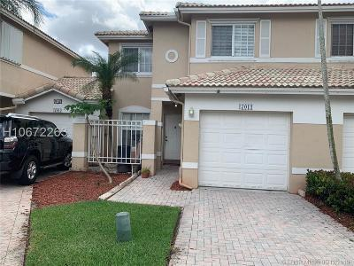 Pembroke Pines Condo/Townhouse For Sale: 17011 NW 23rd St