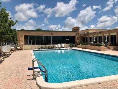Tamarac Condo/Townhouse For Sale: 5190 E Sabal Palm Blvd #216