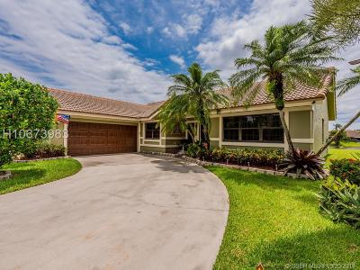 Davie Single Family Home For Sale: 15500 Carriage Ct
