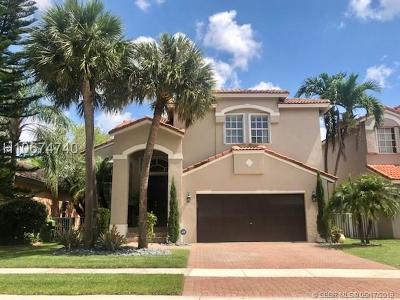 Pembroke Pines Single Family Home For Sale: 15655 SW 16th St