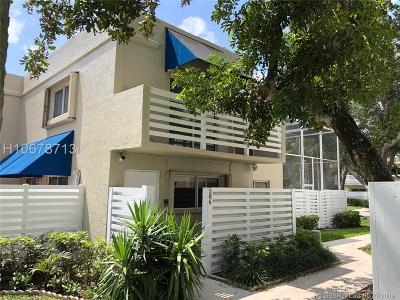 Plantation Condo/Townhouse For Sale: 586 NW 97th Ave