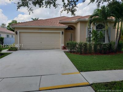 Pembroke Pines Single Family Home For Sale: 13170 NW 18th St