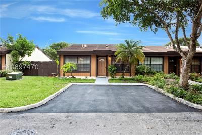 Pembroke Pines Single Family Home For Sale: 1881 Phoenix Ave #1881