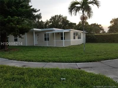 North Miami Single Family Home For Sale: 14240 NE 9th Avenue