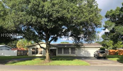 Plantation Single Family Home For Sale: 182 SW 54th Ave