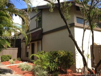 Pembroke Pines Condo/Townhouse For Sale: 1881 Bayberry Dr #1881