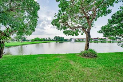 Pembroke Pines Condo/Townhouse For Sale: 9623 S Hollybrook Lake Dr #108