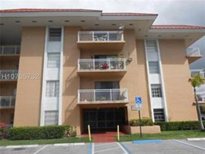 Plantation Condo/Townhouse For Sale: 505 S Pine Island Rd #407B