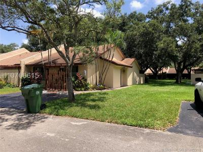 Pembroke Pines Single Family Home For Sale: 9619 NW 15th Ct #9619
