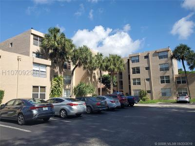 Davie Condo/Townhouse For Sale: 9430 Live Oak Pl #307