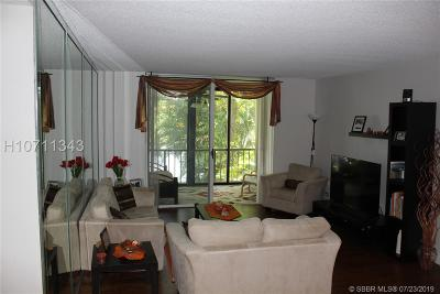Lauderhill Condo/Townhouse For Sale: 3740 Inverrary Dr #2W