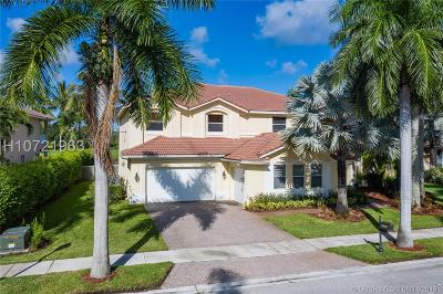 Weston Single Family Home For Sale: 905 Tradewinds Bnd