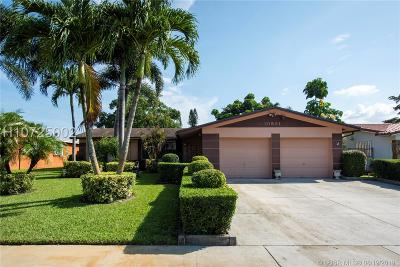 Pembroke Pines Single Family Home For Sale: 10931 NW 16th Ct