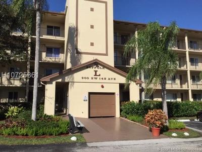 Pembroke Pines Condo/Townhouse For Sale: 900 SW 142nd Ave #303L