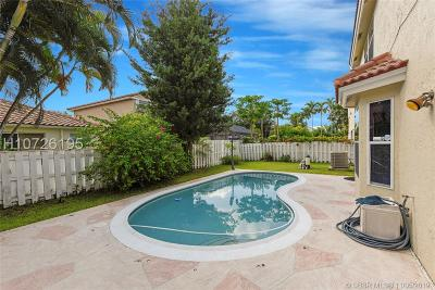 Plantation Single Family Home For Sale: 910 NW 96th Ave