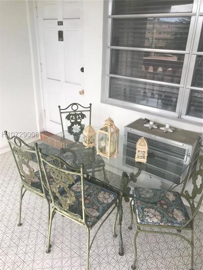 Hallandale Condo/Townhouse For Sale: 181 NE 14th Ave #16C