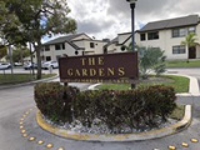 Pembroke Pines Condo/Townhouse For Sale: 11266 Taft St #11266
