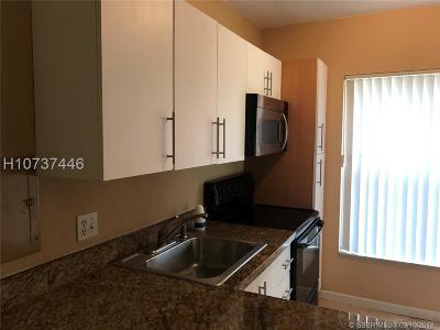 Sunrise Condo/Townhouse For Sale: 4015 N University Dr #102
