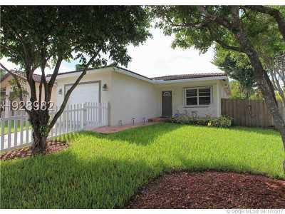 Dania Beach Single Family Home For Sale: 200 SE Park St