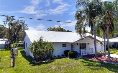 Lake Placid, Sebring, Lorida, Avon Park, Venus Single Family Home For Sale: 1633 Lakeshore Dr
