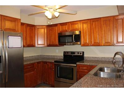 Pinecrest Condo/Townhouse For Sale: 6886 N Kendall Dr #D107