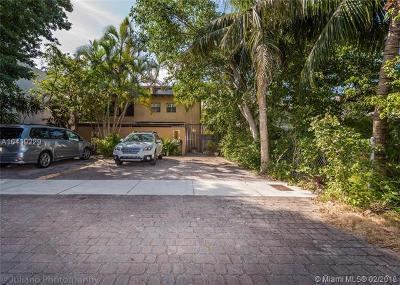 Coconut Grove Condo/Townhouse For Sale: 3074 Mc Donald #B
