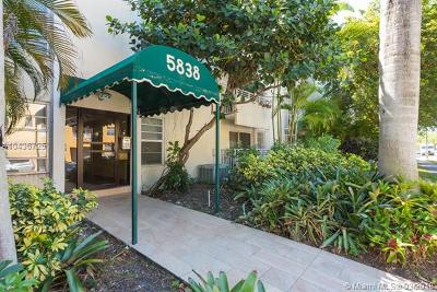 South Miami Condo/Townhouse For Sale: 5838 SW 74th Ter #117