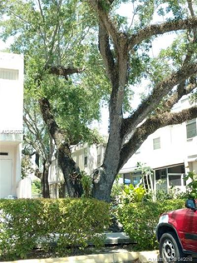 South Miami Condo/Townhouse For Sale: 6139 SW 69th St #29